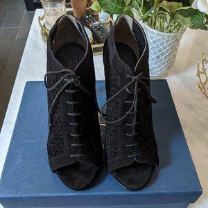 Pour La Victoire black suede bootie heels Size 8